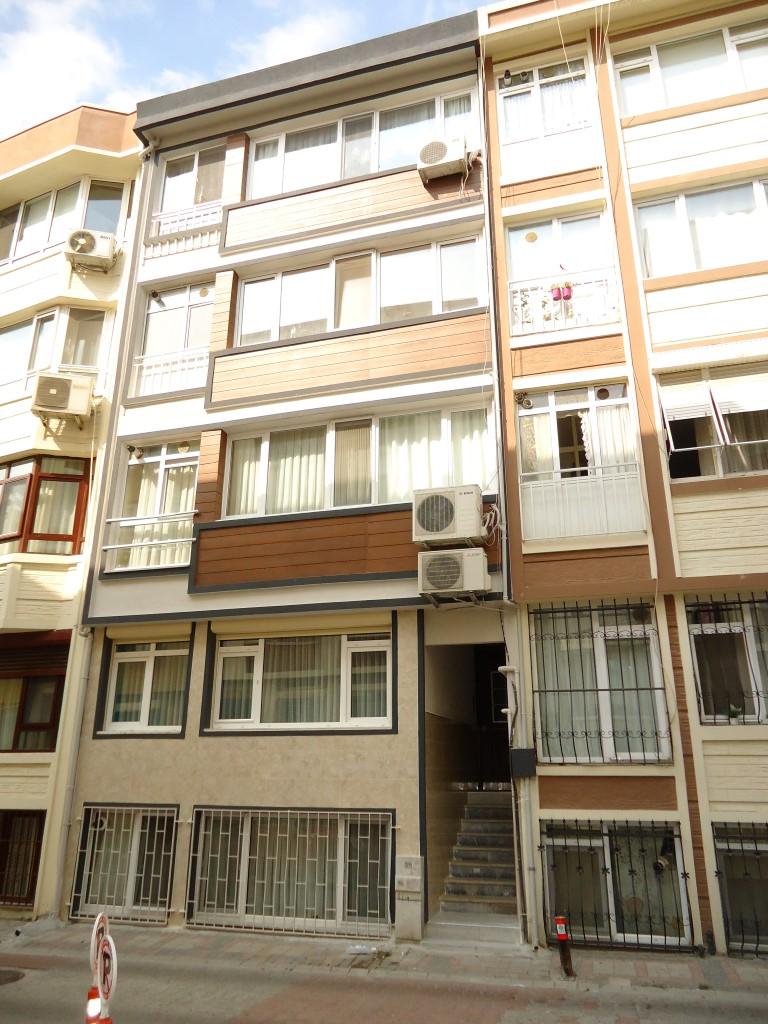 ÖZ TİCARET'ten Yeşilköy Saadetli Sokak'ta 2. Kat Kombili Balkonlu 2+1