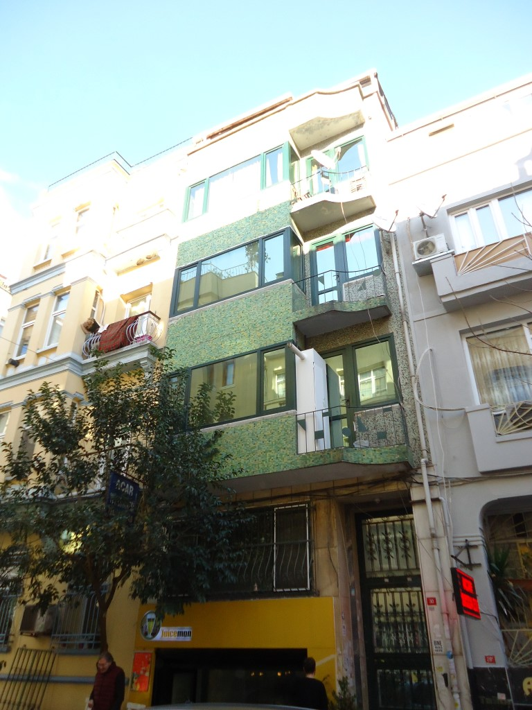Cihangir Yeni Yuva Sokak'ta Kombili 1+1  Stüdyo